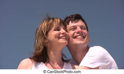 солнце, пара, сидящий, улыбается