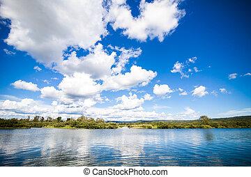 спокойный, река, and, удивительно, синий, небо