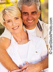средний, aged, пара, в обнимку
