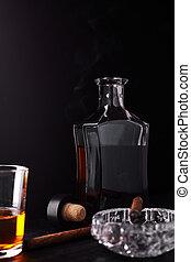 стакан, of, виски, with, курение, cigar., whisky, табак
