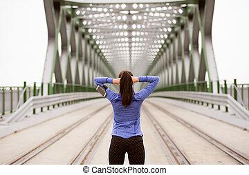 стали, город, мост, бегун, растягивание, молодой, зеленый