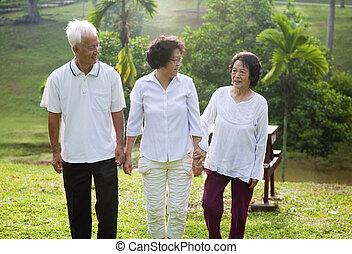 старшая, азиатский