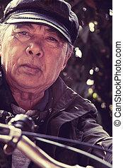 старшая, азиатский, человек, верховая езда, his, велосипед