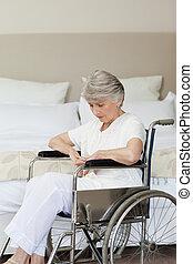 старшая, ее, главная, спящий, инвалидная коляска, женщина