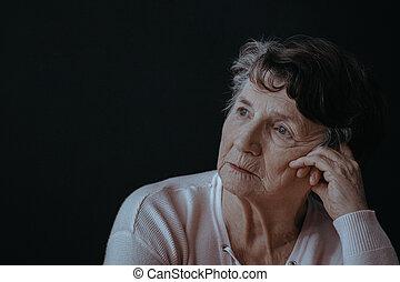 старшая, женщина, волновался