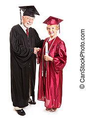 старшая, женщина, выпускник
