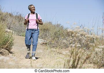 старшая, женщина, ходить