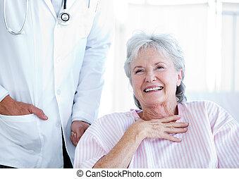 старшая, инвалидная коляска, смеющийся, женщина, сидящий