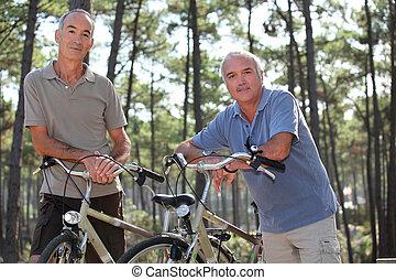 старшая, люди, having, байк, поездка, в, , леса