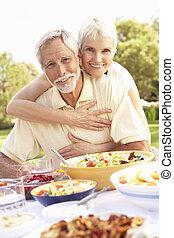 старшая, пара, enjoying, сад, еда