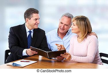 старшая, пара, with, страхование, agent.