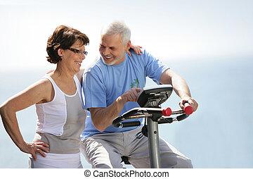 старшая, пара, with, упражнение, велосипед