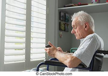 старшая, телефон, главная, активный, мобильный, инвалидная коляска, с помощью, человек