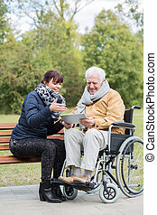 старшая, человек, with, таблетка