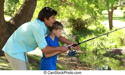 стержень, отец, сын, ловит рыбу, с помощью, счастливый