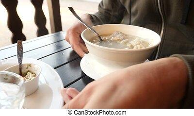сухой, крупный план, crumbles, мешанина, lavash, национальный, -, суп, медленный, 4k, человек, движение, dish., армянский