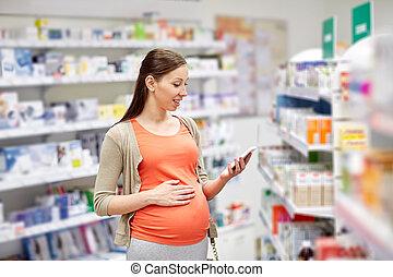 счастливый, беременная, женщина, with, смартфон, в, аптека