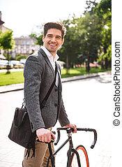 счастливый, молодой, бизнесмен, верховая езда, на, , велосипед