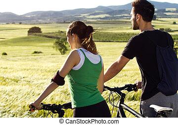 счастливый, молодой, пара, на, байк, поездка, в, , сельская местность