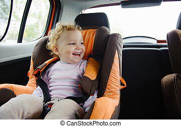 счастливый, ребенок, улыбается, в, автомобиль, сиденье