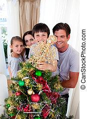 счастливый, семья, декорирование, , рождество, дерево