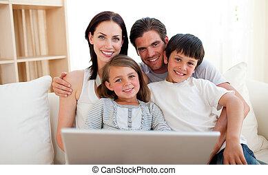счастливый, серфинг, интернет, семья
