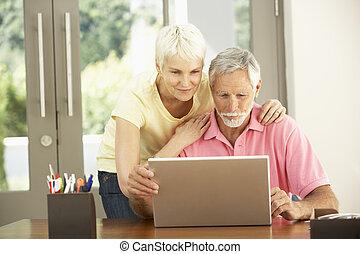с помощью, портативный компьютер, пара, старшая, главная
