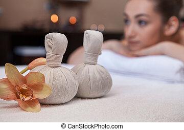 текстиль, массаж, спа, pouches, with, flowers., симпатичная, девушка, на, задний план, на, массаж, таблица