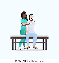 тело, концепция, пациент, сидящий, массажистка, руководство, молодой, постель, единообразный, физиотерапия, терапевт, терапия, лечение, африканец, американская, человек, massaging, исцеление