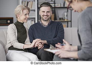 терапевт, with, улыбается, брак, создание семьи