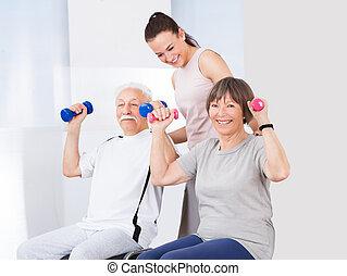 тренер, старшая, assisting, dumbbells, пара