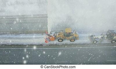 тяжелый, зима, антенна, падать, снег, грейдер, особый, снег, фонтан, буря, снегопад, дорога, большой, средство передвижения, шоссе, взрыв, круто, воздуходувка, снегоочиститель, удалить, замороженные, чистый, посмотреть