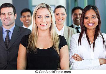 уверенная в себе, группа, бизнес, люди