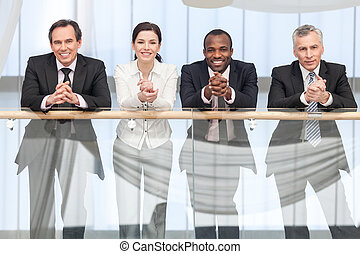 улыбается, бизнес, команда