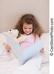 улыбается, девушка, чтение, , книга