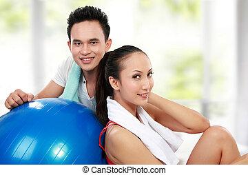 улыбается, женщина, молодой, человек, фитнес