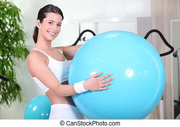 улыбается, женщина, with, упражнение, мяч, в, ,...