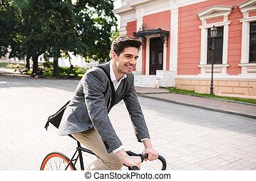 улыбается, молодой, бизнесмен, верховая езда, на, , велосипед