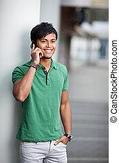 улыбается, молодой, человек, with, мобильный