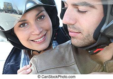 улыбается, пара, на, , мотоцикл