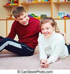 улыбается, подросток, friends, with, особый, needs, talking, cheerfully, вместе, в, реабилитация, центр