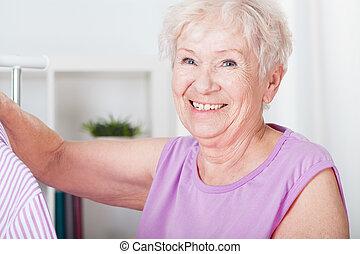 улыбается, пожилой, женщина
