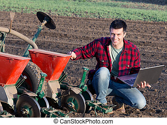 фермер, with, портативный компьютер, and, sowing,...