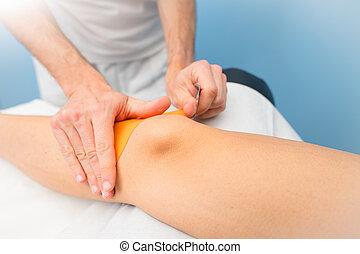 физиотерапевт, колено, заявление, kinesio, taping