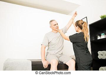 физическая, терапевт, lifting, пострадавший, рука, of, пациент, в, больница