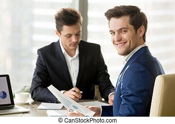 финансовый, маклер, аналитик, ищу, бизнесмен, улыбается, или...