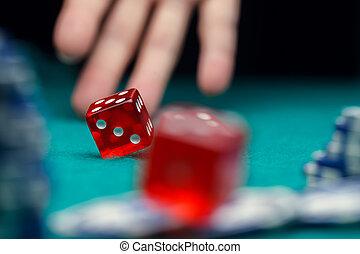 фото, of, игральная кость, чипсы, пальма, в, казино, на, зеленый, таблица
