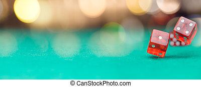 фото, of, несколько, красный, игральная кость, falling, на, зеленый, таблица, на, задний план, of, многоцветный, spots