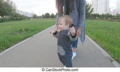 ходить, learns, ребенок