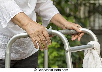 ходок, с помощью, женщина, пожилой